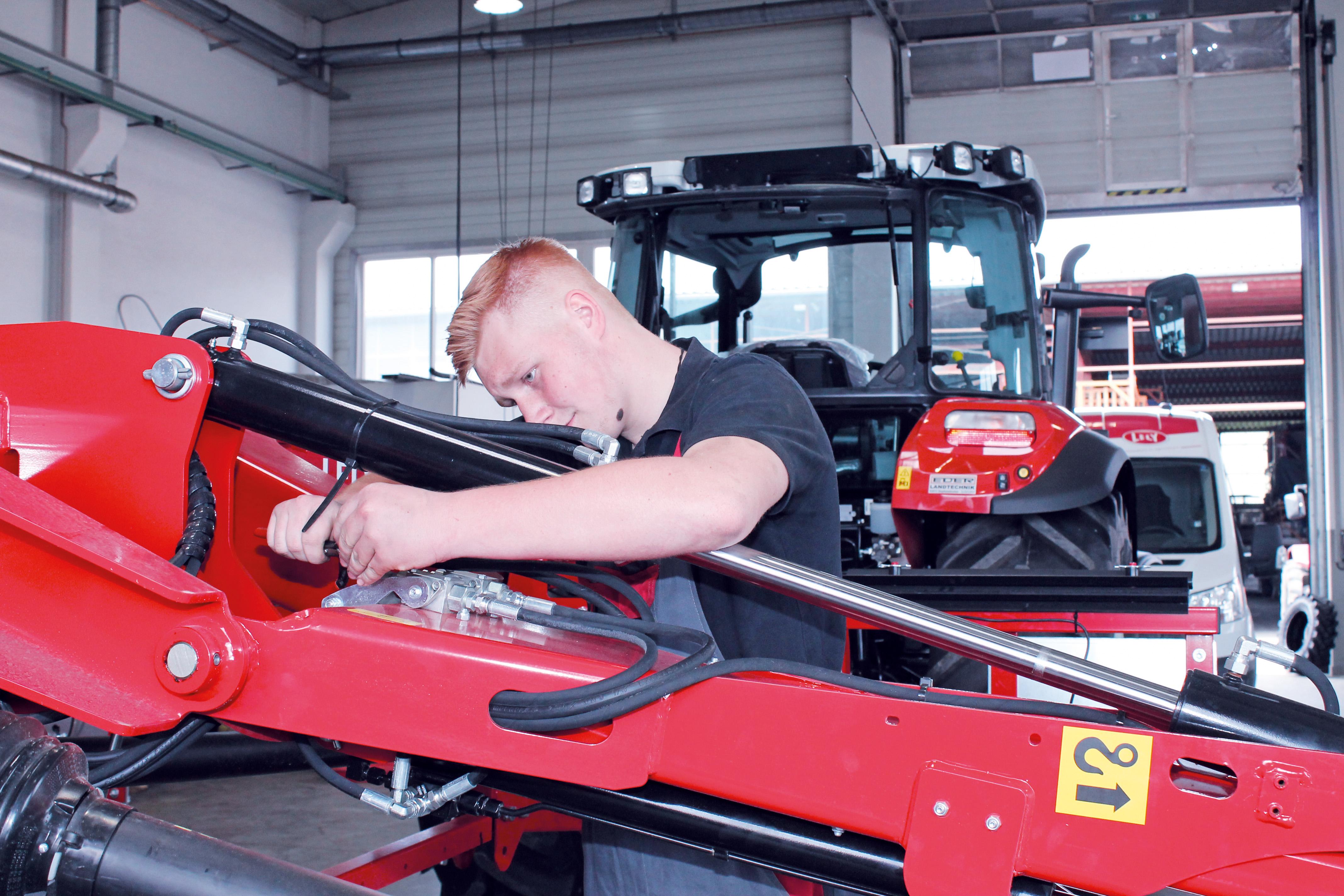 Ausbildungsplatz zum Mechatroniker (m/w/d) für Land- und Baumaschinentechnik in Pähl bei Weilheim